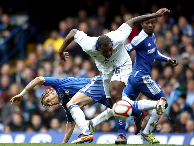 Chelsea's Fernando Torres, left, and Leicester City's Wes Morgan battle for the ball during the FA Cup quarterfinal match at Stamford Bridge, London. AP/Nick Potts