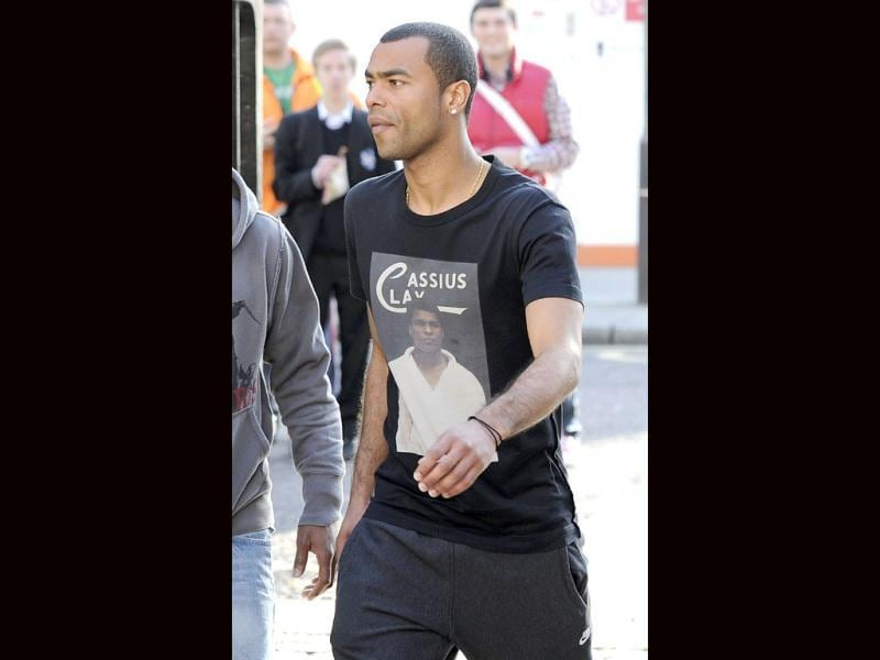 Chelsea and England soccer player Ashley Cole arrives at the London Chest Hospital. Reuters/Paul Hackett