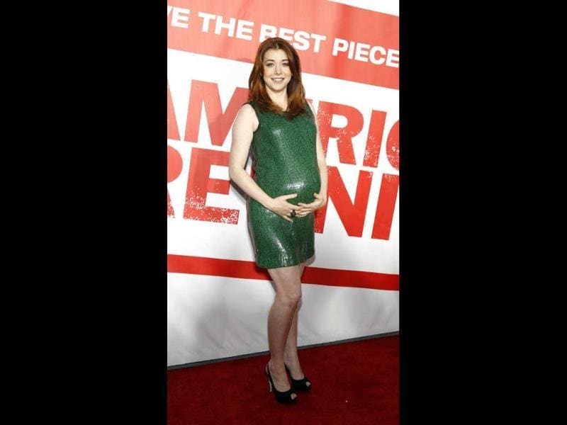 Alyson Hannigan holds her baby bump. (Reuters Photo)