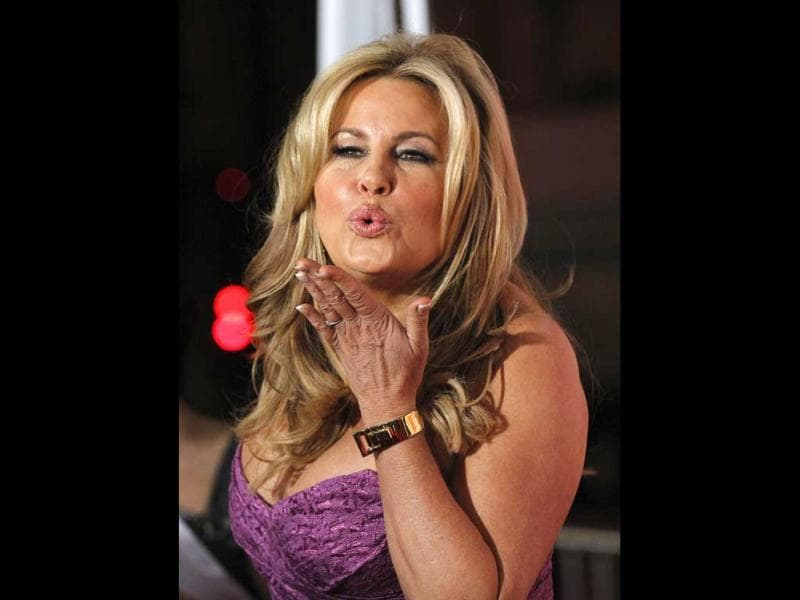 Actor Jennifer Coolidge blows a kiss as she arrives. (Reuters Photo)