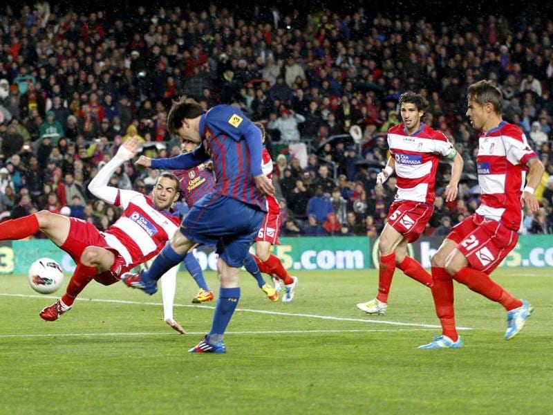 Barcelona's Lionel Messi scores against Granada during their Spanish first division soccer match at Nou Camp stadium in Barcelona. Reuters/Gustau Nacarino