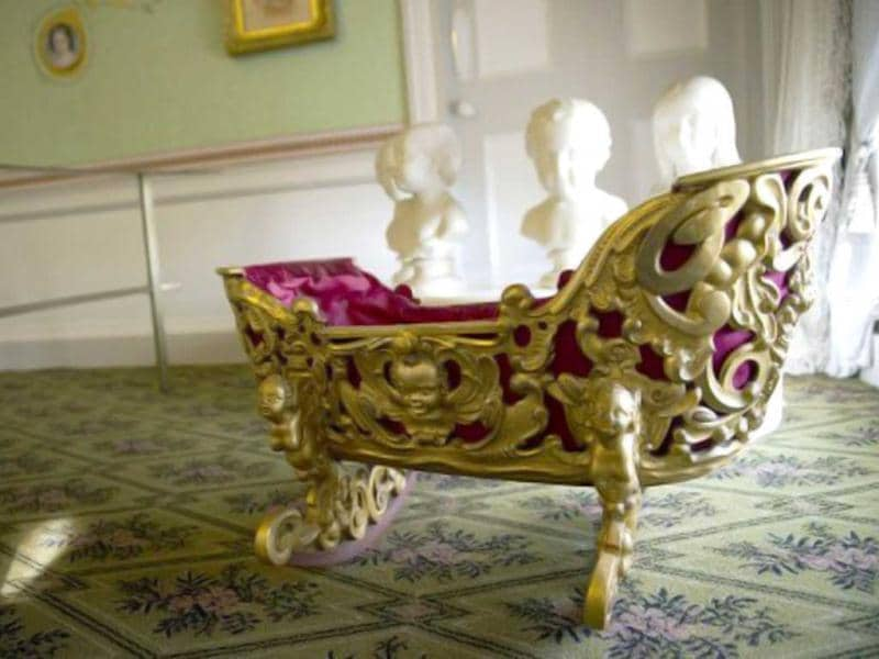 A 'golden cot' is pictured in Kensington Palace in central London, during a photocall to showcase a $19mn restoration of the historic palace. The restoration also features an exhibition of dresses worn by Diana, Princess of Wales, and Queen Victoria's wedding dress. (AFP Photo)