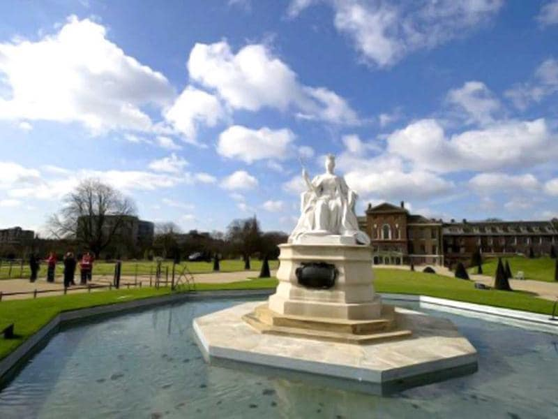 The statue of Britain's Queen Victoria is pictured outside Kensington Palace in central London, during a photocall to showcase a $19mn restoration of the historic palace. The restoration also features an exhibition of dresses worn by Diana, Princess of Wales, and Queen Victoria's wedding dress. (AFP Photo)