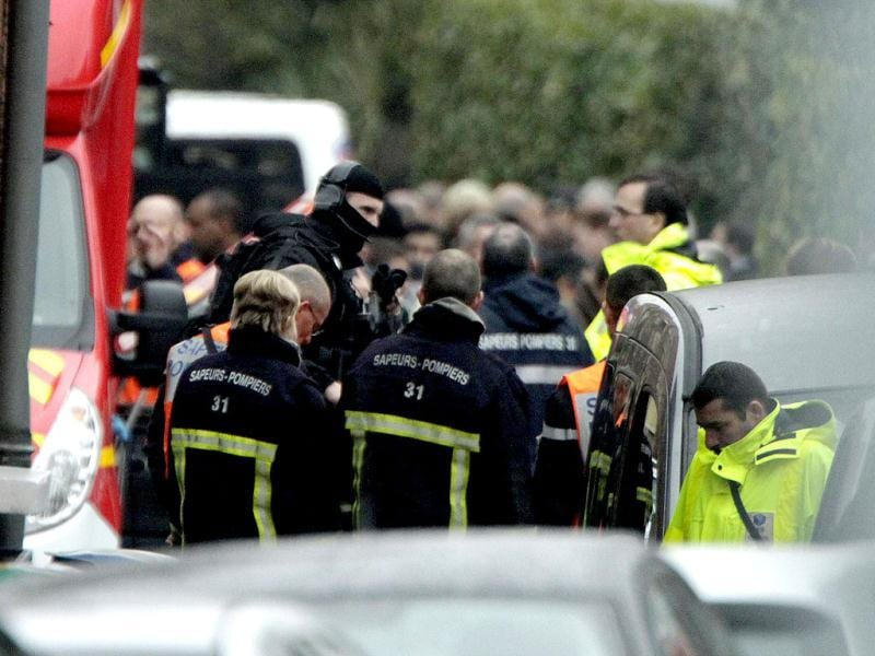 Police and firefighters block a street during a raid on a house to arrest suspects, involved in the killing of three children and a rabbi on Monday at a Jewish school, in Toulouse. About 300 police, some in bullet-proof body armour, cordoned off an area surrounding an apartment in a Toulouse neighbourhood in southwestern France, where a 24-year-old Muslim man was holed up. Shots were heard in the early hours of the morning, and police said three officers had been slightly wounded. Reuters/Jean-Philippe Arles
