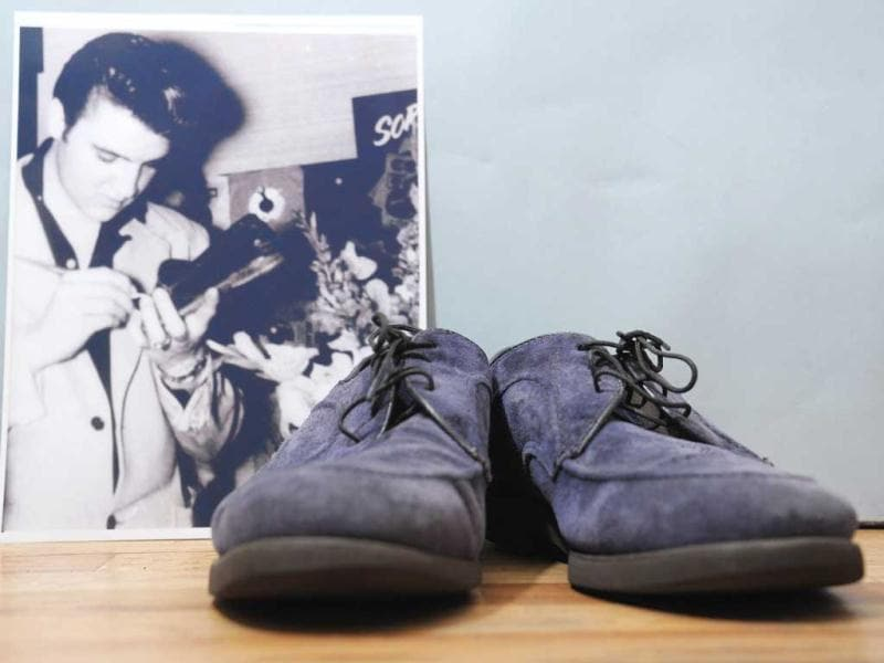 An autographed pair of Elvis Presley's original blue suede shoes and a photo of him autographing them on auction at Gotta Have It! store on March 21, 2012 in New York City. (AFP Photo)