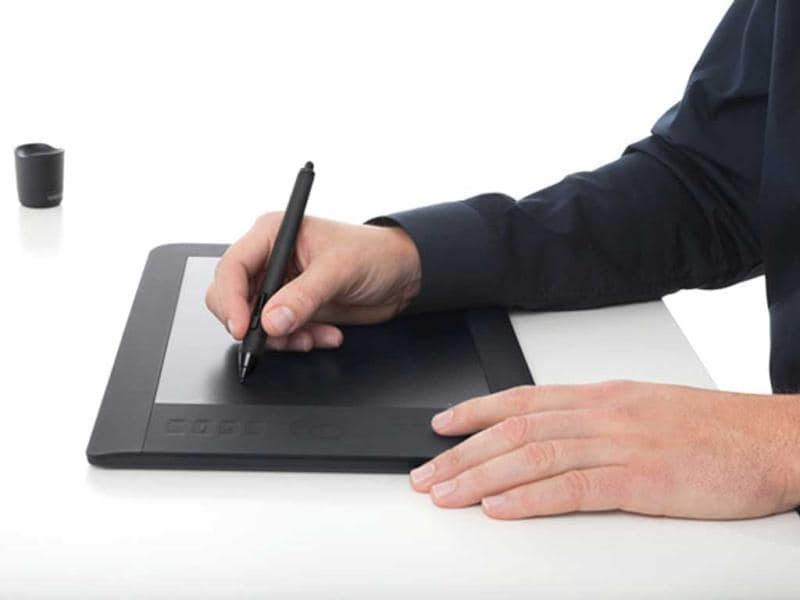 Wacom's Intuos 5 pen tabletbrings in enhanced features compared to its predecessor, the Intuos4. Taking digital content creation to the next level, it has a pretty decent multi-touch gesture, a soft-touch finish, an Express View display and wireless capabilities