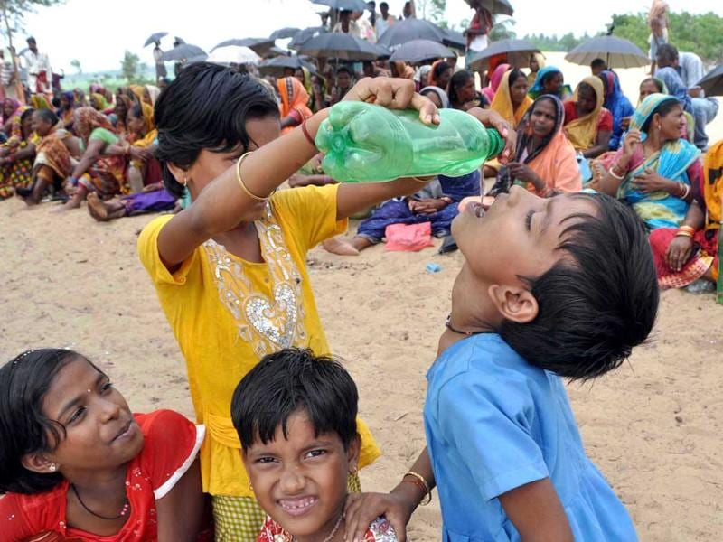A child drinks water, during anti-Posco demonstrations at Odisha. HT/Arabinda Mahapatra