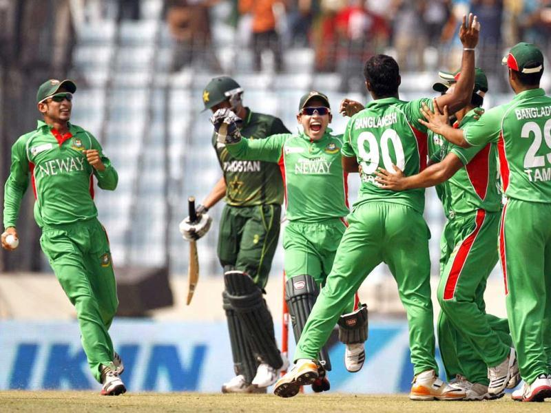 Bangladesh wicketkeeper Mushfiqur Rahim and Nasir Hossain celebrate with teammates the dismissal of Pakistan's Younis Khan during their Asia Cup final cricket match in Dhaka, Bangladesh. AP/Pavel Rahman