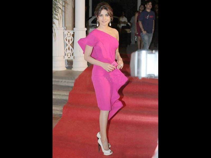 Priyanka Chopra looks gorgeous in her pink outfit.