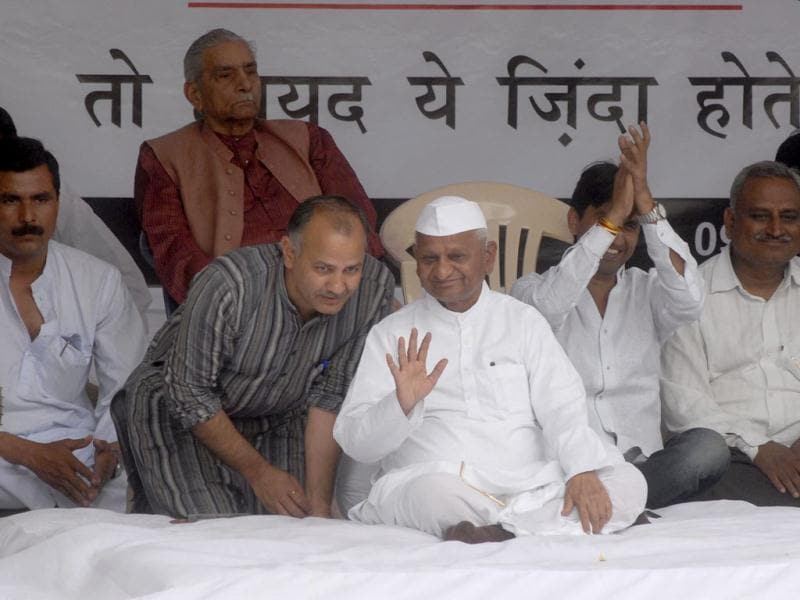 Civil society leader Anna Hazare with thousands of supporters sits on one-day fast demanding strong law to protect whistleblowers, in New Delhi. Agencies.