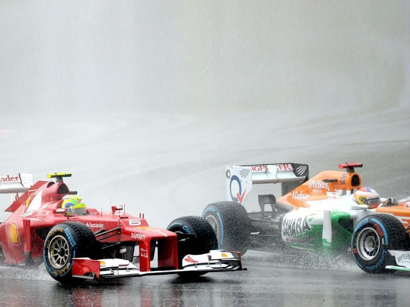 Force India-Mercedes driver Paul di Resta of Britain (R) and Ferrari driver Felipe Massa of Brazil power their car during Formula One's Malaysian Grand Prix at the Sepang International Circuit. AFP Photo/Prakash Singh