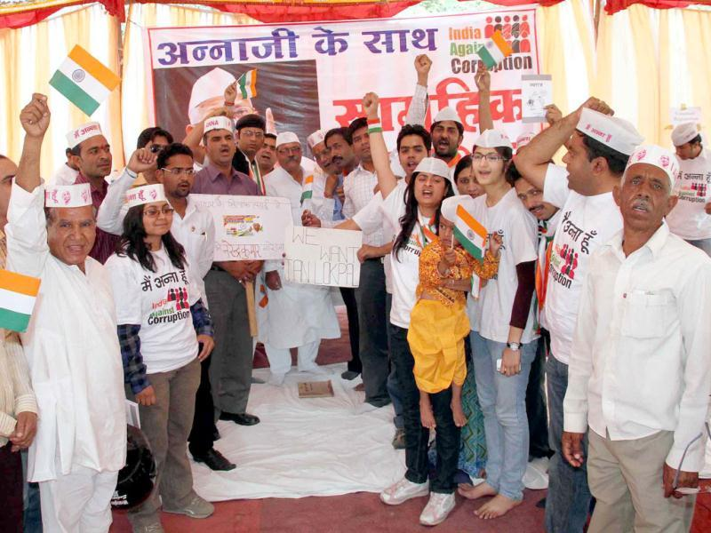 Anna Hazare's supporters stage a dharna in favour of a strong Jan Lokpal Bill in Jaipur. Agency