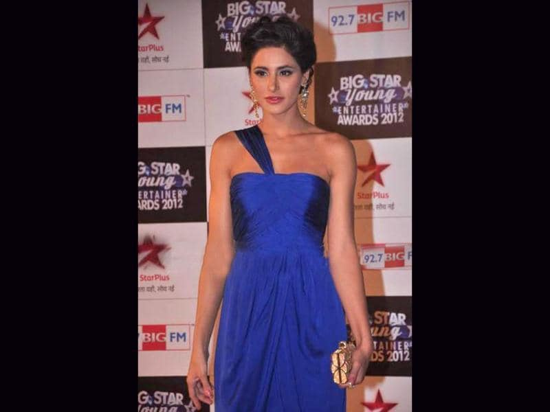 Nargis Fakhri's blue gown looks gorgeous, but the eye make-up could have been better.