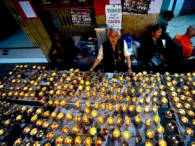 A Tibetan woman lights lamps during prayers at the Tibetan refugee colony of Majnu Ka Tilla in New Delhi for Tibetan exile Janphel Yeshi, who set himself on fire on March 26. (AFP Photo/ Manan Vatsyayana)