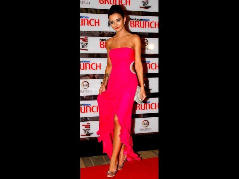 British model Amy Jackson looked stunning in a fuschia gown. (HT Photo)