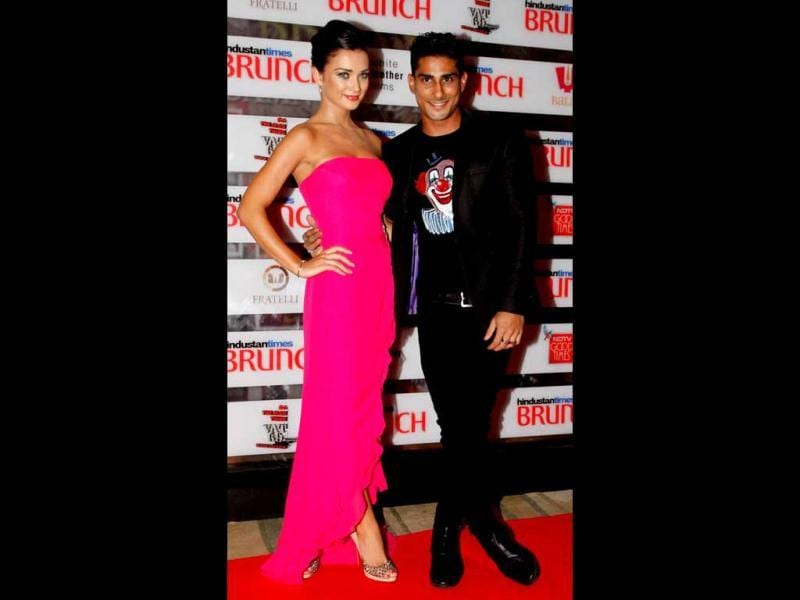 Prateik Babbar and Amy Jackson pose for the cameras. (HT Photo)