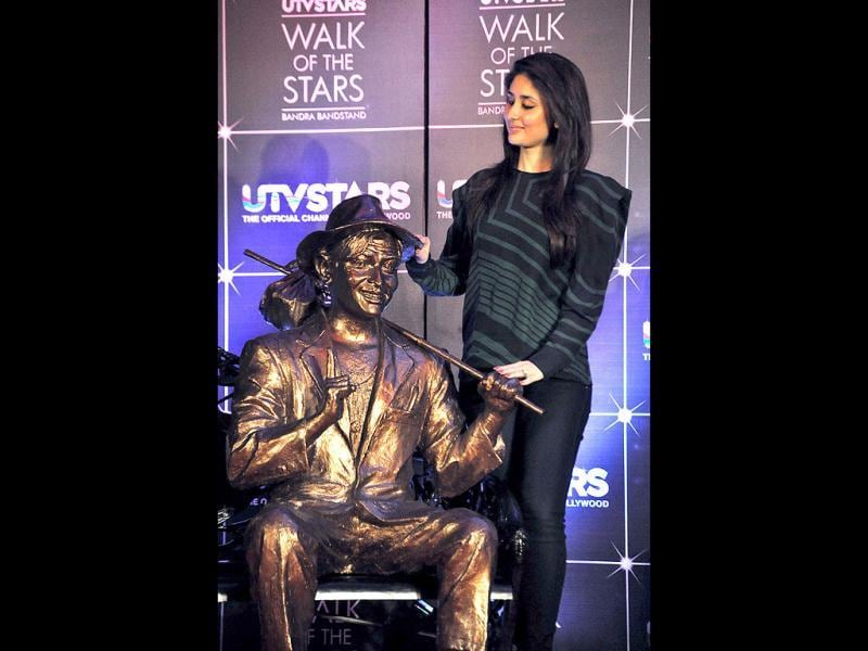 Kareena strikes a pose with grandfather's statue. (AFP Photo)