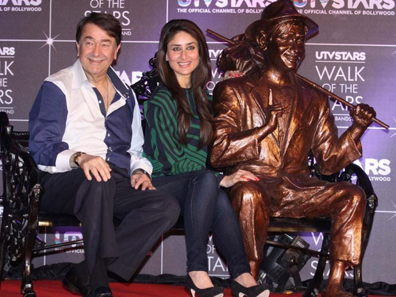 Bollywood diva Kareena Kapoor poses with father Randhir Kapoor and late grandfather Raj Kapoor's statue during the launch of UTV's Walk of the Stars in Mumbai on March 28. (UNI Photo)