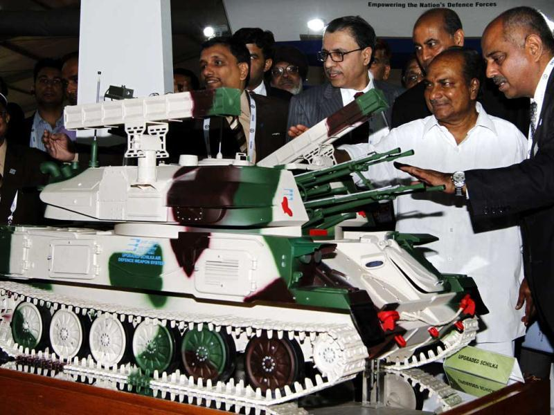 Defence minister A K Antony looks at a model of the Upgraded Schilka Air Defence Weapon System during the inauguration of the Defexpo 2012 at Pragati Maidan in New Delhi. HT Photo/Arvind Yadav.