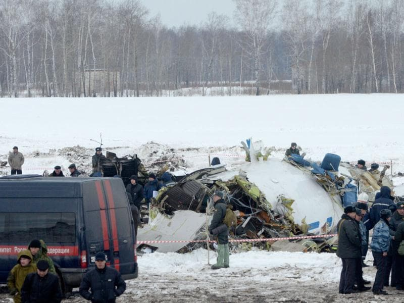 Russian emergency ministry rescuers and police officers search the site of the ATR-72 plane crash outside Tyumen, a major regional center in Siberia, Russia. AP/Marat Gubaydullin