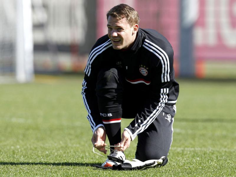 Munich goalkeeper Manuel Neuer ties his shoe during a training session in Munich, southern Germany. AP Photo/Matthias Schrader