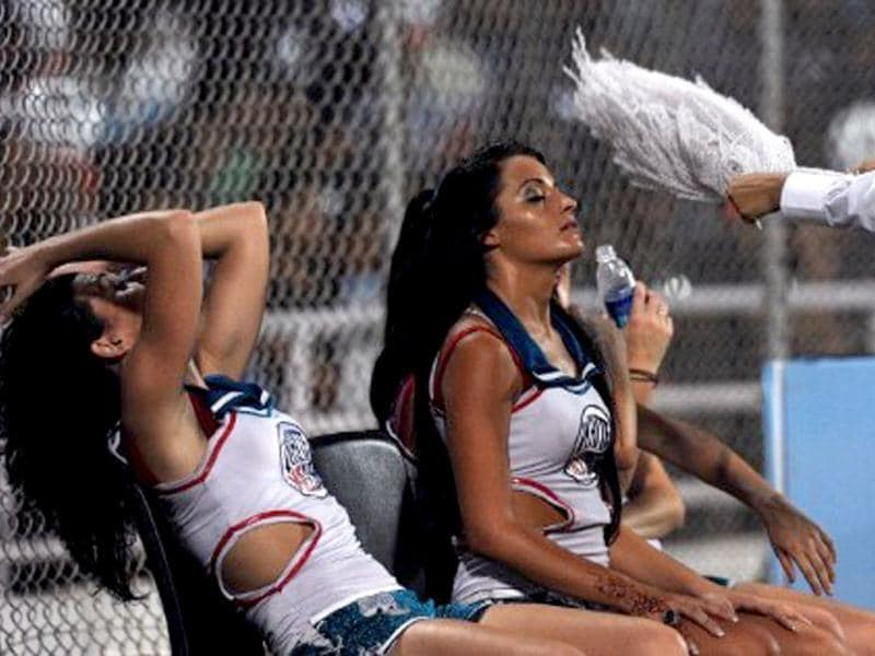 Deccan Chargers cheerleaders are fanned during the IPL Twenty20 match between Pune Warriors and Deccan Chargers at The D.Y. Patil Cricket stadium in the outskirts of Mumbai on May 16, 2011. AFP PHOTO/Indranil MUKHERJEE