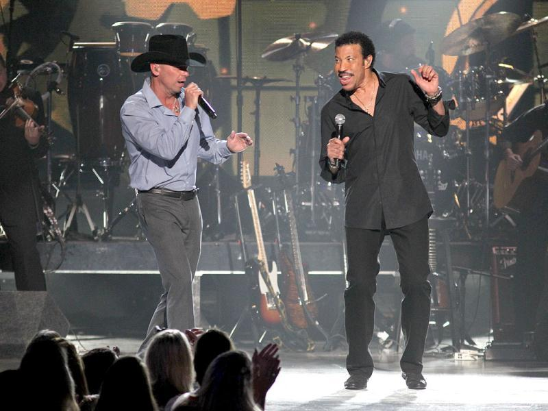 Kenny Chesney, left, and Lionel Richie perform