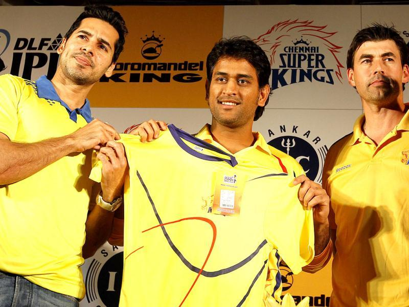 (L-R) Actor Dino Morea, Chennai Super Kings captain MS Dhoni and coach Stephen Fleming during the launch of a new range of merchandise at Hotel Park Sheraton in Chennai. HT/Vijayanand Gupta