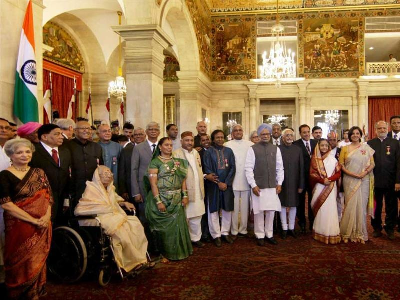 President Pratibha Patil, Vice President Hamid Ansari and Prime Minister Manmohan Singh pose with awardees during Padma Awards ceremony at the Rashtrapati Bhavan in New Delhi. (PTI Photo by Vijay Verma)