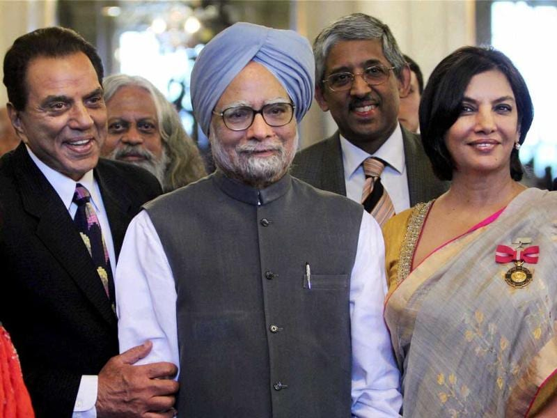 Prime Minister Manmohan Singh poses for a group photo with Shabana Azmi, Dharmendra Deol and other awardees at Padma Awards ceremony at the Rashtrapati Bhavan in New Delhi. (PTI Photo by Vijay Verma)