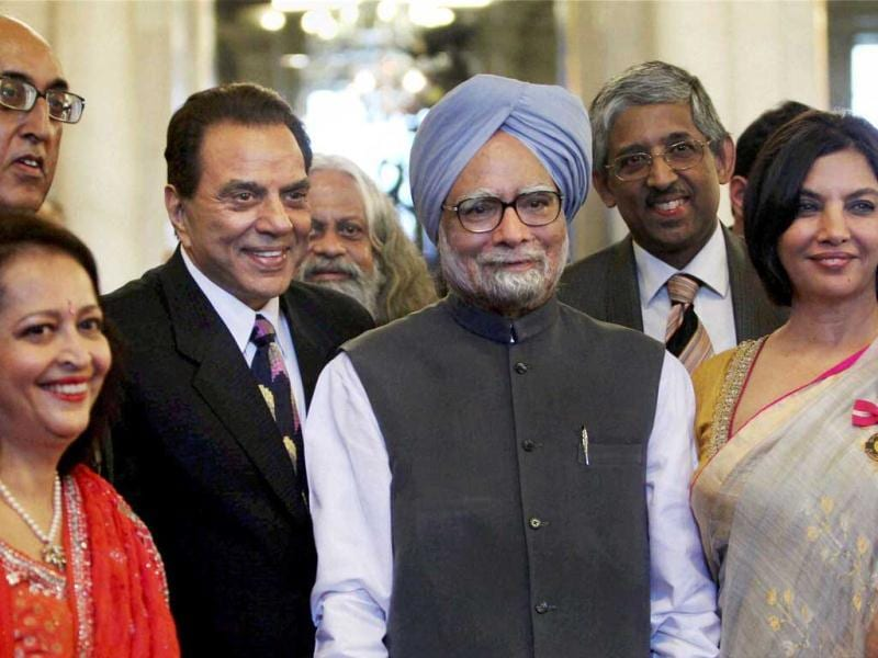 Prime Minister Manmohan Singh poses for a group photo with Shabana Azmi, Dharmendra Deol and other awardees at Padma Awards ceremony at the Rashtrapati Bhavan in New Delhi. PTI Photo by Vijay Verma