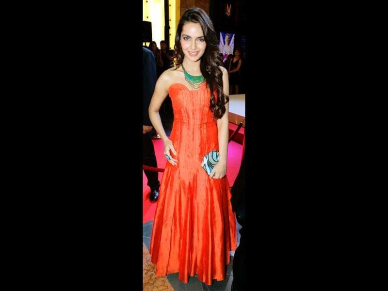 Shazahn Padamsee smiles for a pose at the world premiere of Housefull 2: The Dirty Dozen. (Reuters Photo)