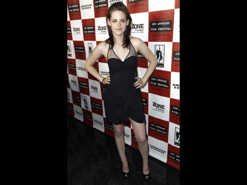 Kristen shows off her perfect 10 body in an LBD (AP)