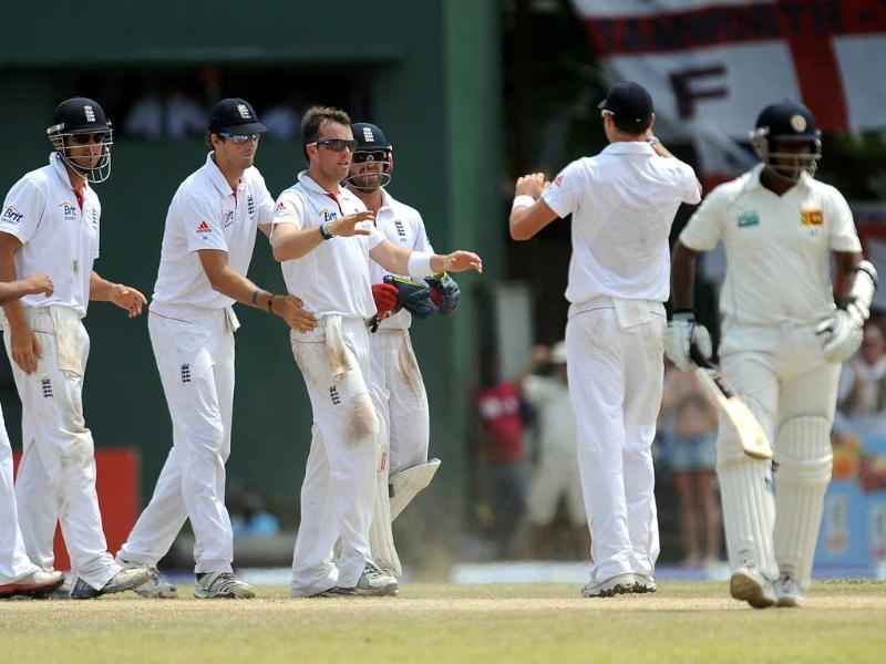 England cricketer Graeme Swann (C) celebrates with teammates after he dismissed Sri Lankan cricketer Prasanna Jayawardene (R) during their final day of the second and final Test match at the P Sara Oval crickrt Stadium in Colombo. AFP Photo/ Lakruwan Wanniarachchi