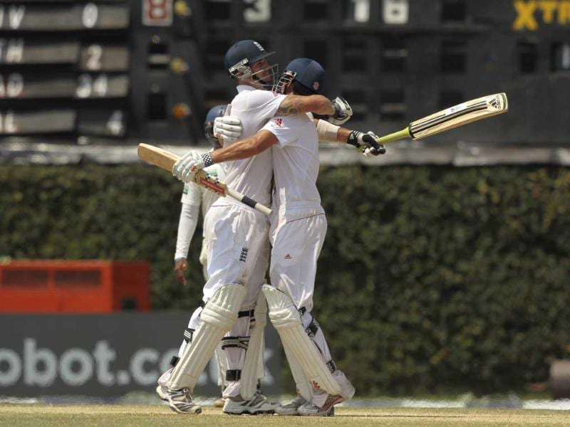 England's Kevin Pietersen (L) hugs teammate Alastair Cook as they beat Sri Lanka by eight wickets in the final day of the second Test cricket match in Colombo. AP Photo/Eranga Jayawardena