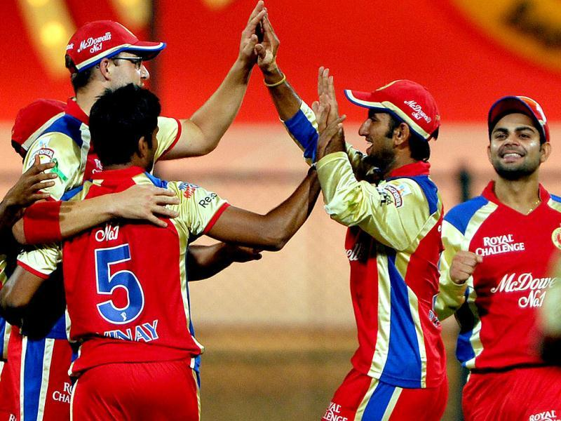 Royal Challengers Bangalore players celebrate victory in the IPL Twenty20 cricket match between Royal Challengers Bangalore and Delhi Daredevils at The M Chinnaswamy Stadium in Bangalore. (AFP Photo/Manjunath Kiran)