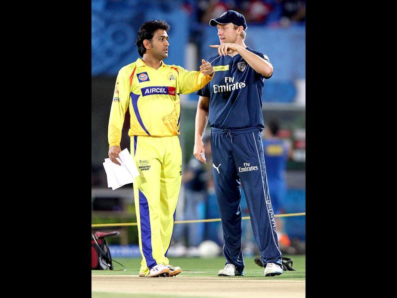 Chennai Super Kings captain MS Dhoni and Decan Chargers captain Cameron White during the toss in the IPL 5 at YSR Stadium, Vishakhapatnam. HT Photo/Subhendu Ghosh