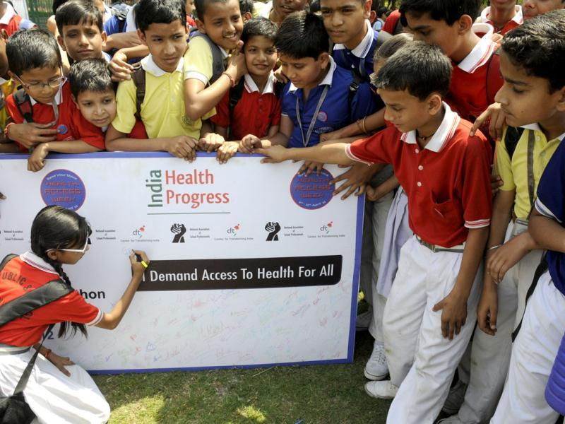 The World Health Day students participate in Health Walkathon at Sector-29 Leisure Valley Park Gurgaon. HT Photo by Parveen Kuma