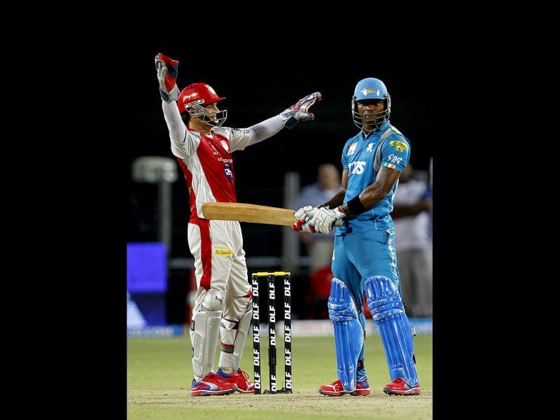 Kings XI Punjabs captain Adams Gilchrist and Pune Warriors player Marlon Samuels in action during the match between Pune Warrior India and Kings XI Punjab at Subrata Roy Sahara Stadium, Pune. (HT Photo/Sattish Bate)
