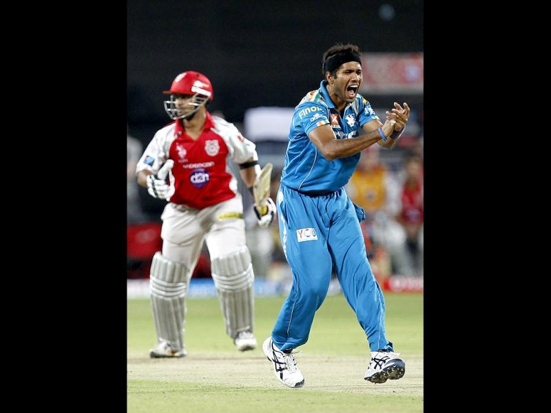 Pune warriors bower Ashok Dinda celebrate the wicket of Paul Valthaty during the match between Pune Warrior India and Kings XI Punjab at Subrata Roy Sahara Stadium, Pune. (HT Photo/Sattish Bate)