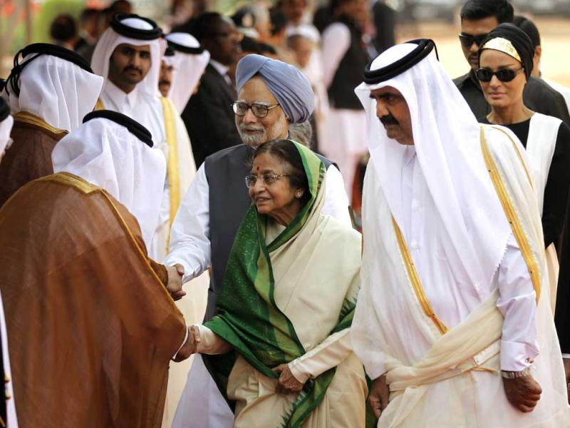 Emir of Qatar, Sheikh Hamad bin Khalifa Al Thani, third right, introduces President Pratibha Patil, Prime Minister Manmohan Singh to the dignitaries traveling with him during the Emir's ceremonial reception at the Presidential palace in New Delhi. AP/Saurabh Das