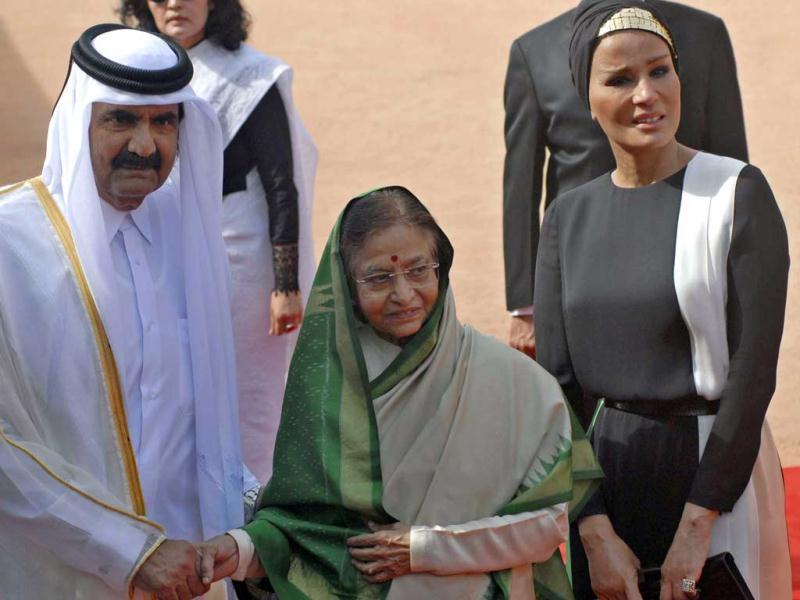 President Pratibha Patil and Emir of the State of Qatar, Sheikh Hamad Bin Khalifa Al-Thani and her Highness Sheikh Moza Bint Nasser during a ceremonial reception at Rashtrapati Bhavan in New Delhi.