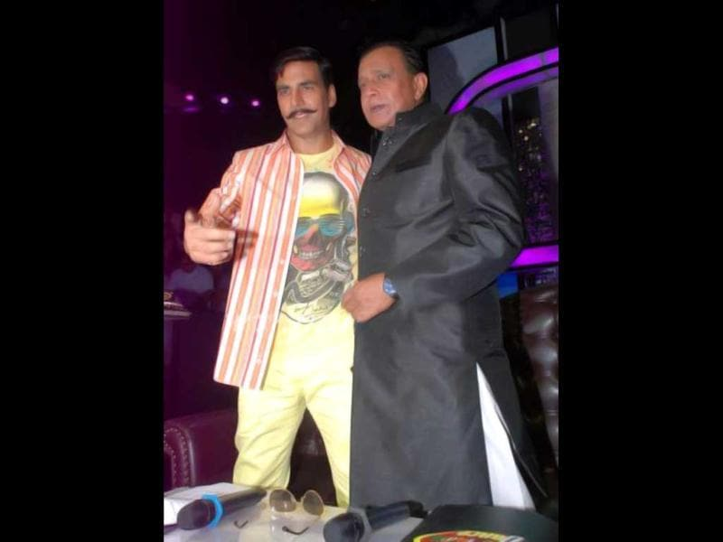 Akshay Kumar poses with Mithun Chakraborty on the sets of Dance India Dance. The actor promotes his upcoming film Rowdy Rathore.