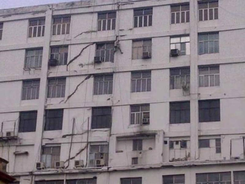 If this is the extent of damage in Kolkata due to earthquake, God bless Indonesia. Tremors were felt in Kolkata following the 8.7 magnitude quake in Indonesia. The picture posted on Twitter by Agnivo @Aagan86