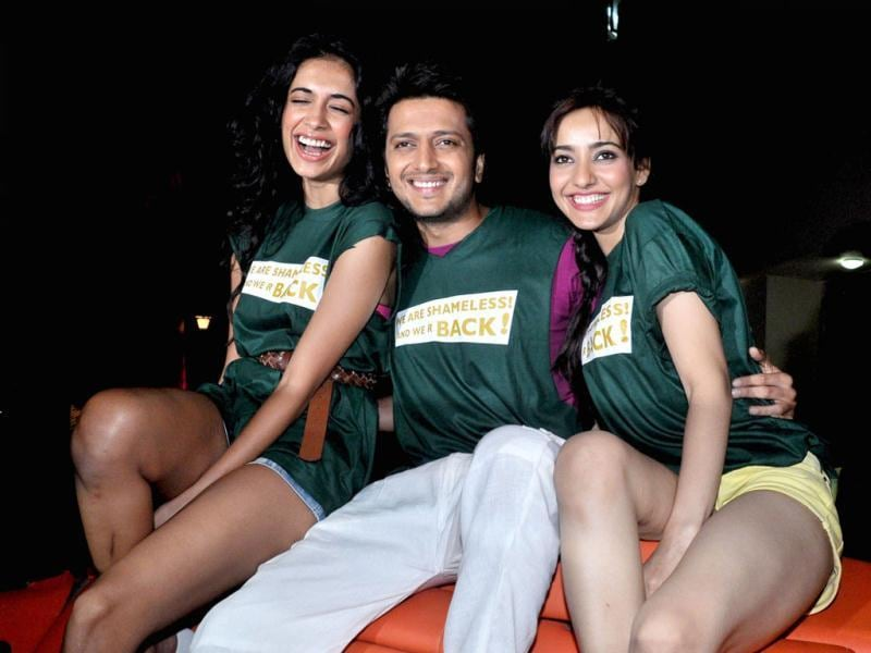 Riteish Deshmukh poses with Neha Sharma and Sarah Jane Dias during a promotional event for the forthcoming film Kyaa Super Kool Hain Hum in Mumbai on April 9. (AFP Photo)
