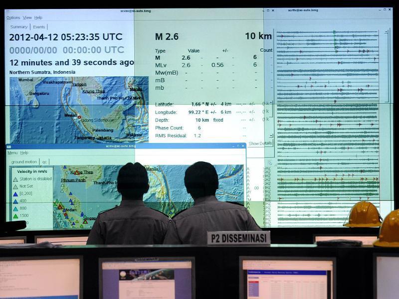 Indonesian Meteorology and Geophysics Agency (BMKG) staff monitor the latest seismic activities in the area of Sumatra island from their Jakarta headquarters. AFP/Romeo Gacad