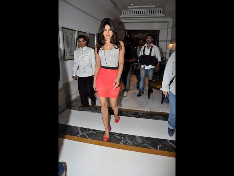 Priyanka off-set her bright skirt and sandals with a plain ganjee and chain.