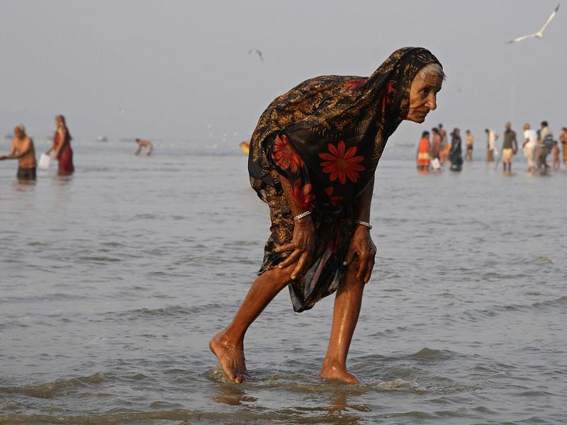 A Hindu devotee walks after taking a holy dip in Sangam, the confluence of the three holy rivers Ganga, Yamuna and Saraswati, in city of Allahabad. Reuters/Jitendra Prakash