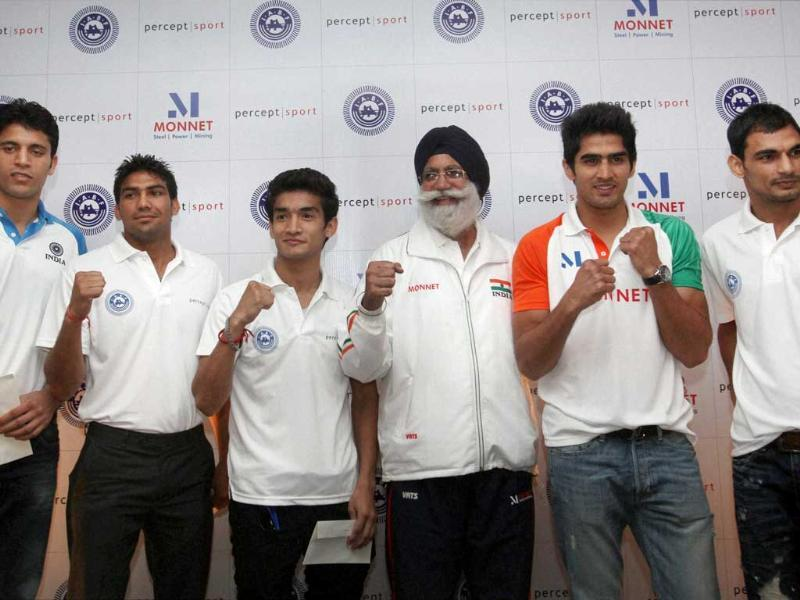 Indian Boxing team chief coach GS Sandhu alongwith Indian Boxing team members Vijender Kumar, Shiva Thapa, Jai Bhagwan, Manoj and Sumit Sangwan pose for a group photo during the felicitation of the pugilists representing India in the London Olympics 2012 during a press conference in New Delhi. PTI Photo by Kamal Singh