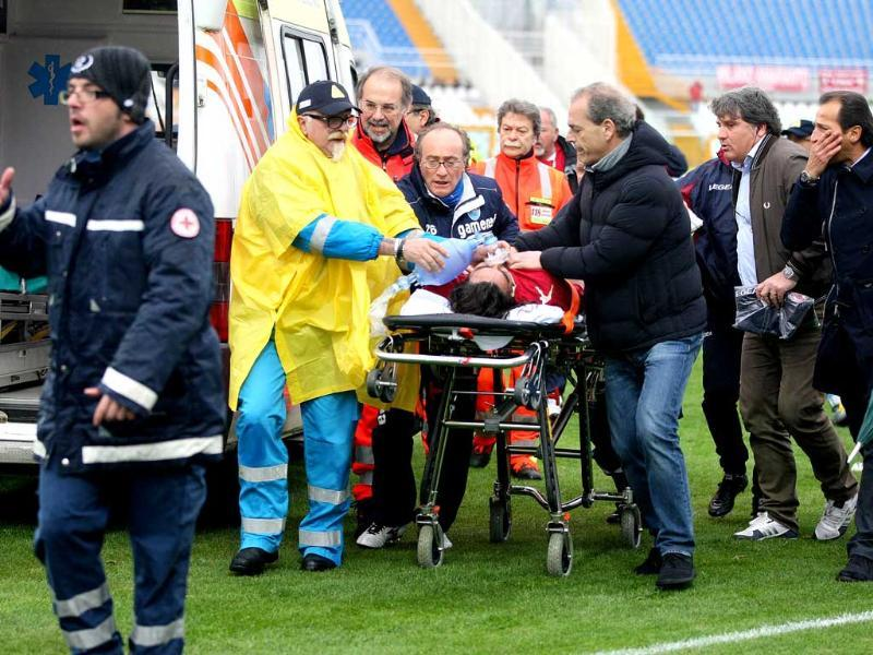 Livorno midfielder Piermario Morosini is carried on a stretcher after he suffered a suspected heart-attack during a second league match against Pescara on April 14, 2012. The 31-year-old player has died after he collapsed suddenly on the pitch during the game. AFP Photo/Luciano Pieranunzi